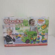 Camión escolar con bloques
